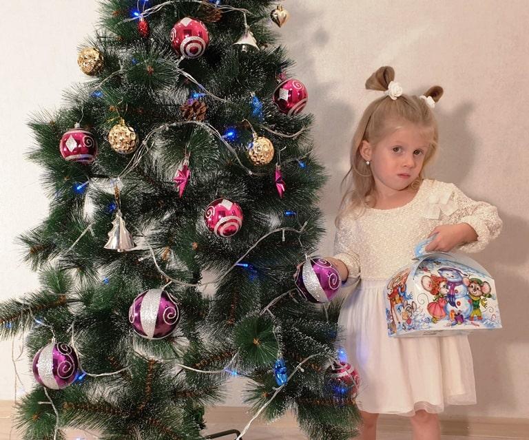 """Новогодние подарки из конфет """"Семейка"""""""