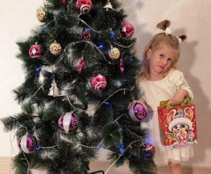"""Новогодние подарки из конфет """"Лапочка микрогофро"""""""