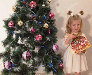 """Новогодние подарки из конфет """"Сундучок с фонариком"""""""