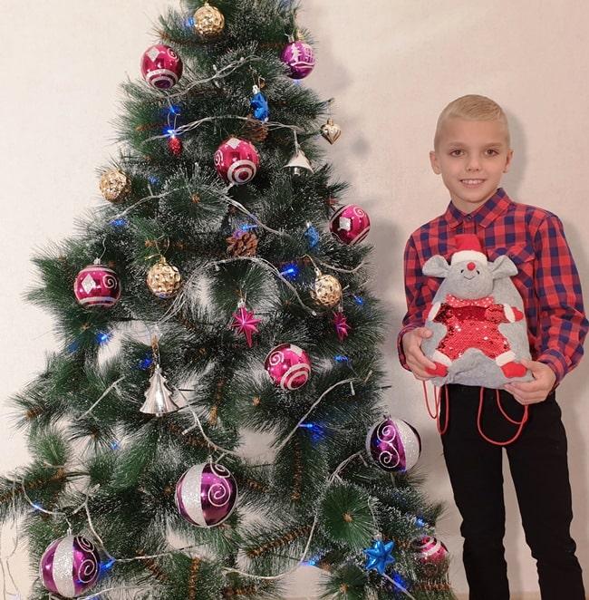 """Новогодние подарки из конфет """"Рюкзак Мышка с пай"""""""
