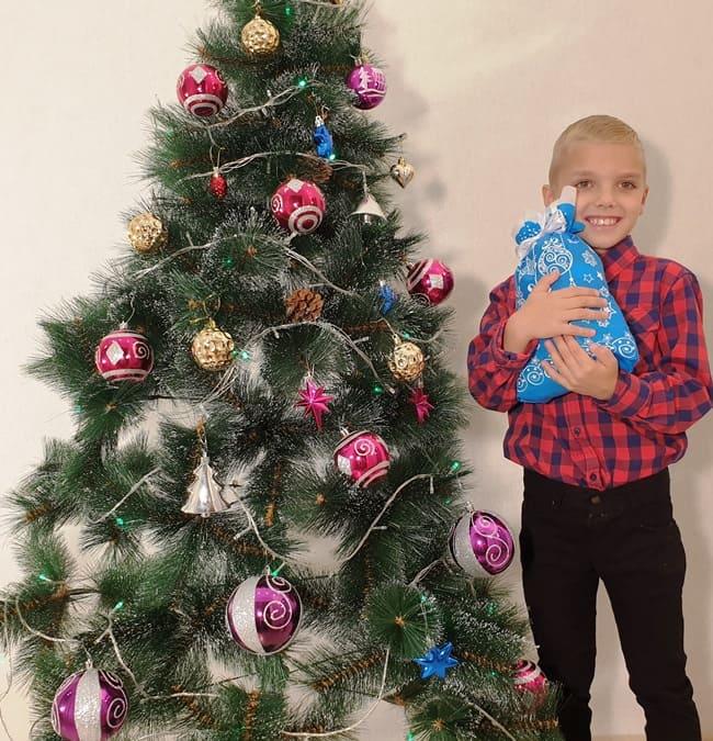 """Новогодние подарки из конфет """"Шарики синий"""""""